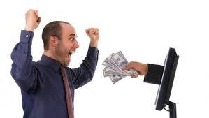 man is blij met geld